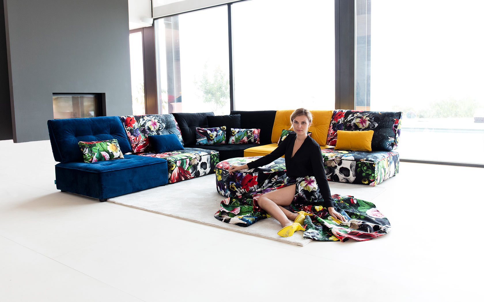 Arianne Love sofa Fama 2019 01