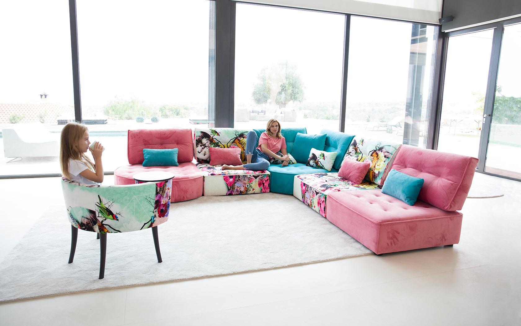 Arianne Love sofa Fama 2019 04