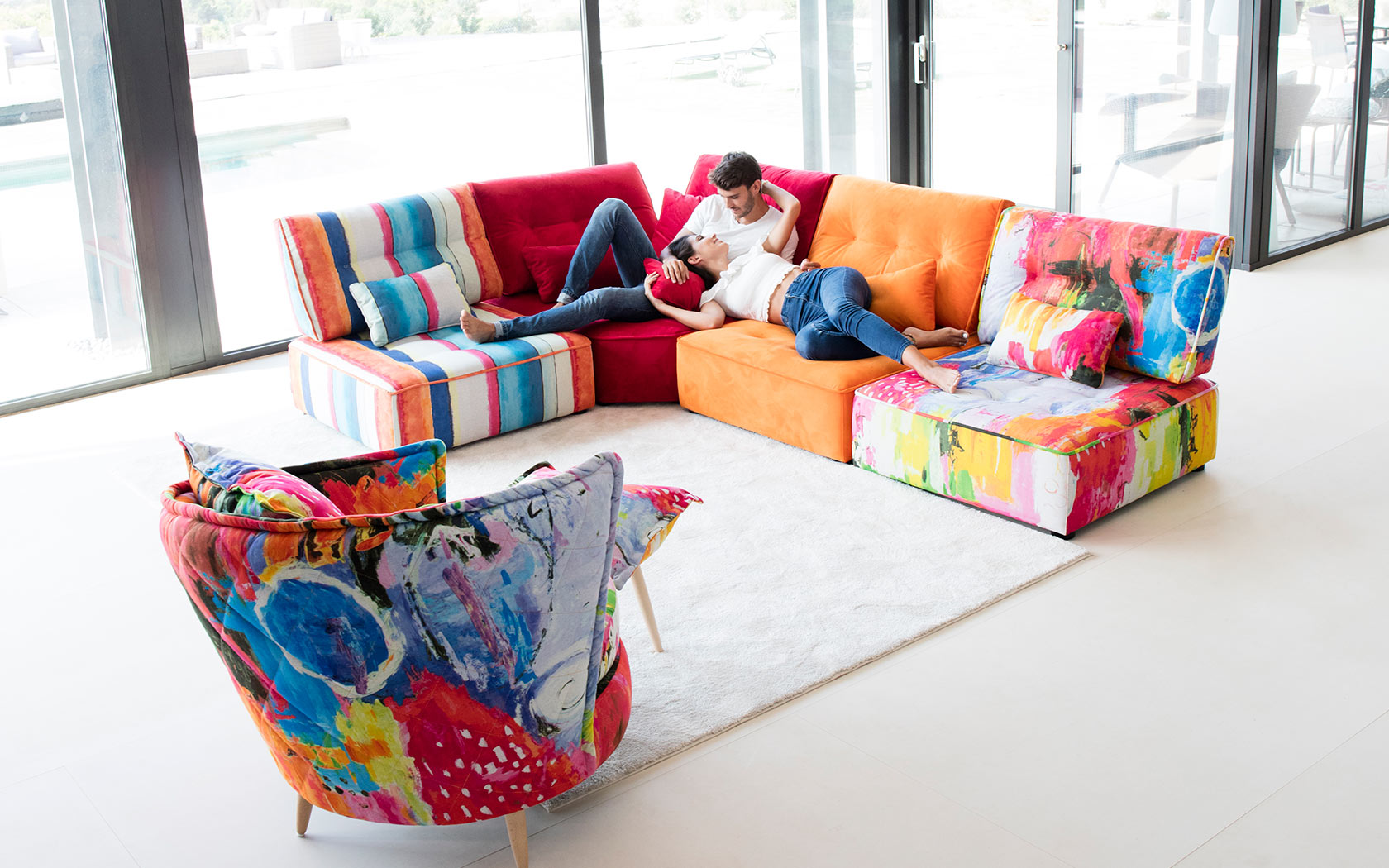 Arianne Love sofa Fama 2019 06
