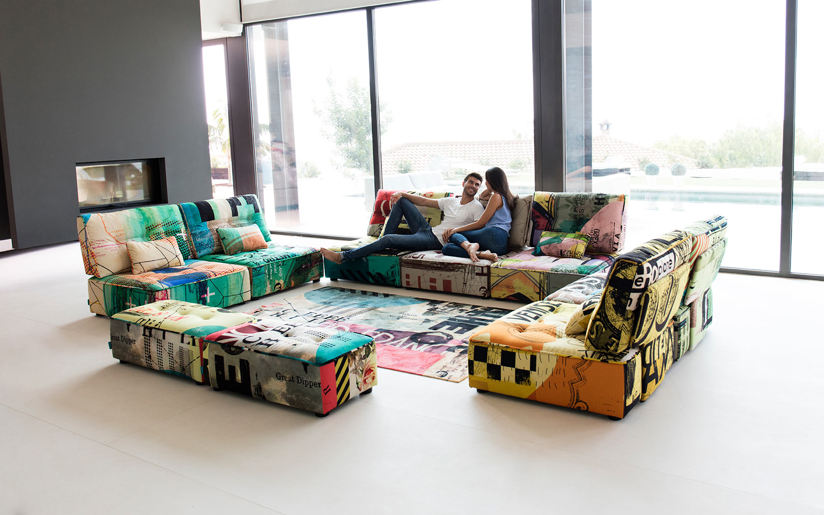 Arianne Love sofa Fama 2019 09