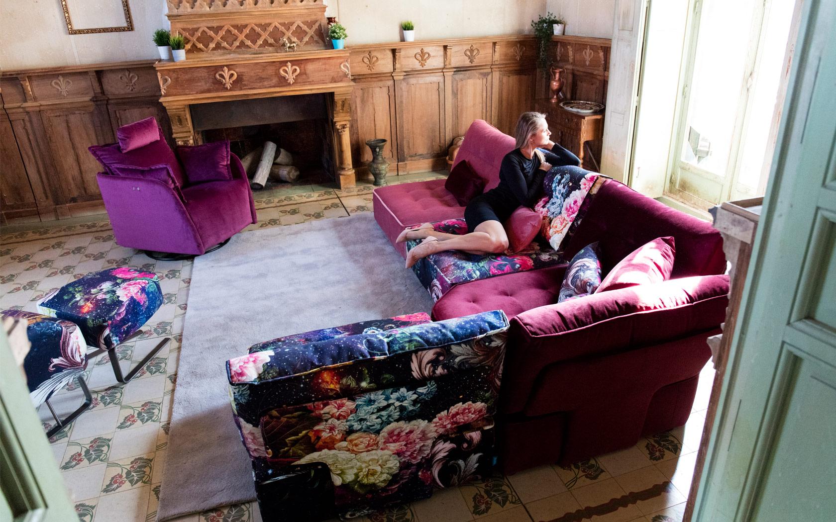 Arianne Love sofa Fama LaLigne29 05