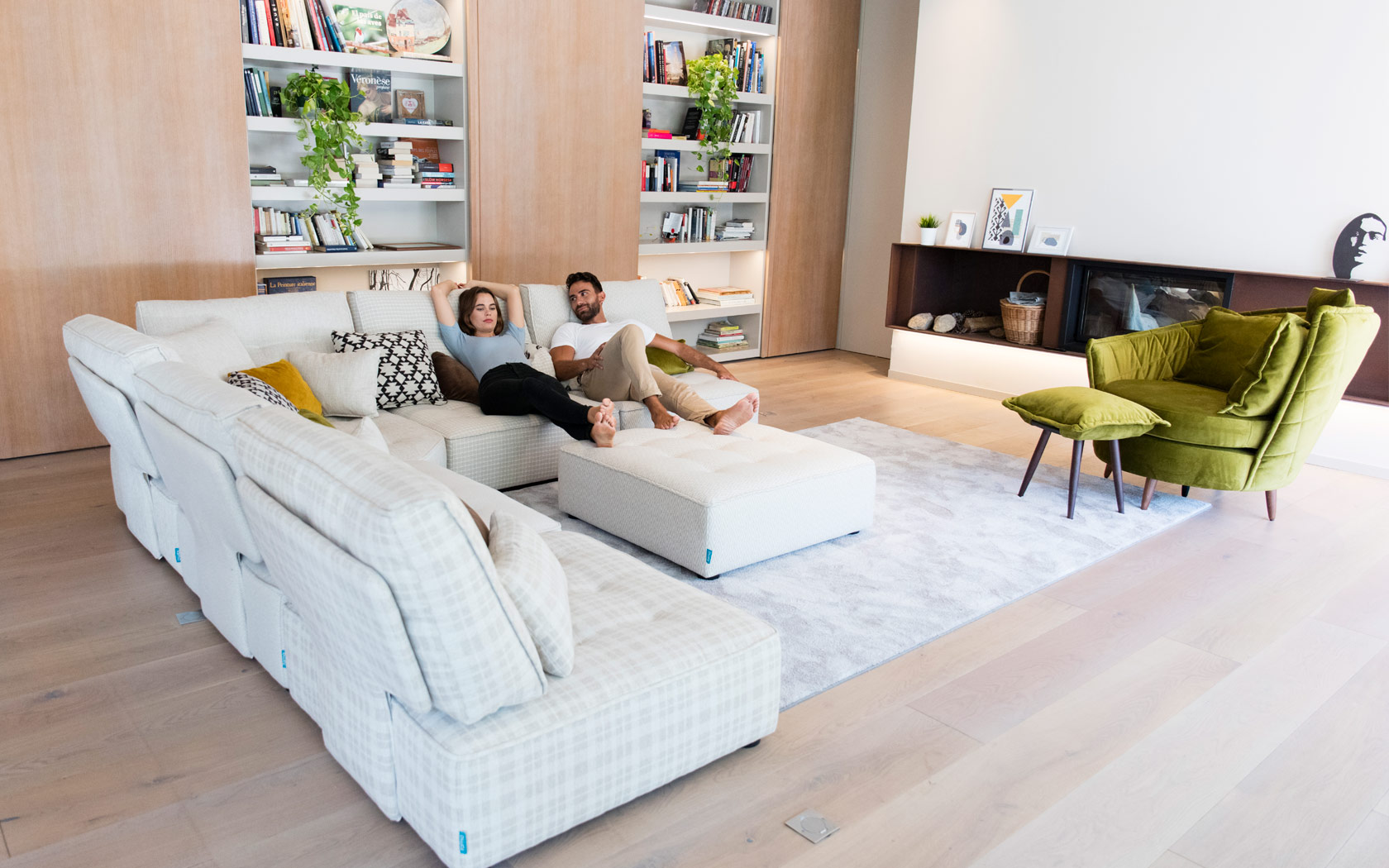 Arianne Love sofa Fama 2020 02