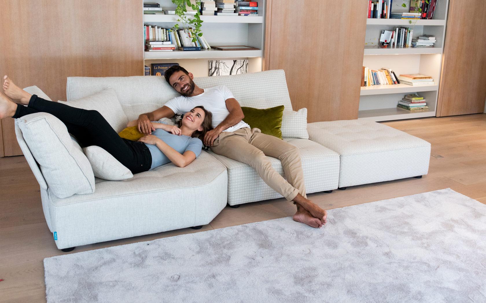 Arianne Love sofa Fama 2020 05