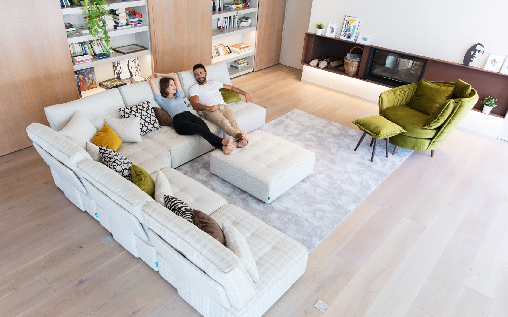 Arianne Love sofa Fama 2020 09