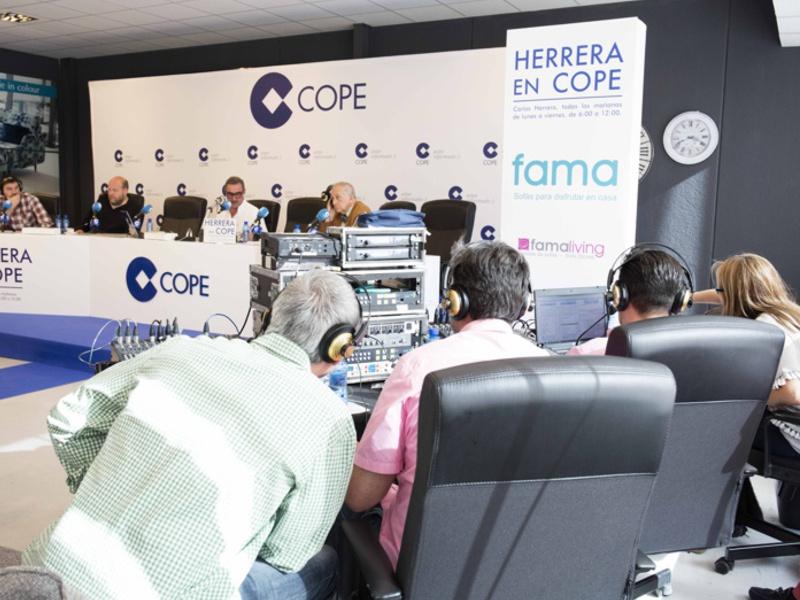 Cómo se preparó la emisión de Herrera en Cope desde Fama Sofas.