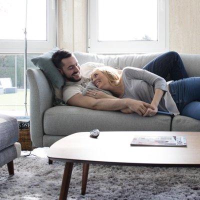 """Nueva campaña en televisión """"Un sofá es algo más que un sitio donde sentarse""""."""