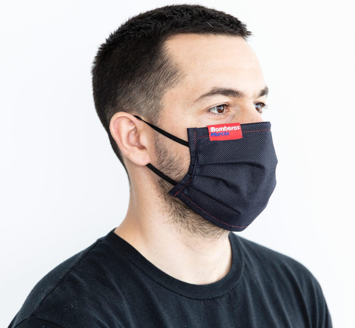 Mascarilla personalizada etiqueta textil 01