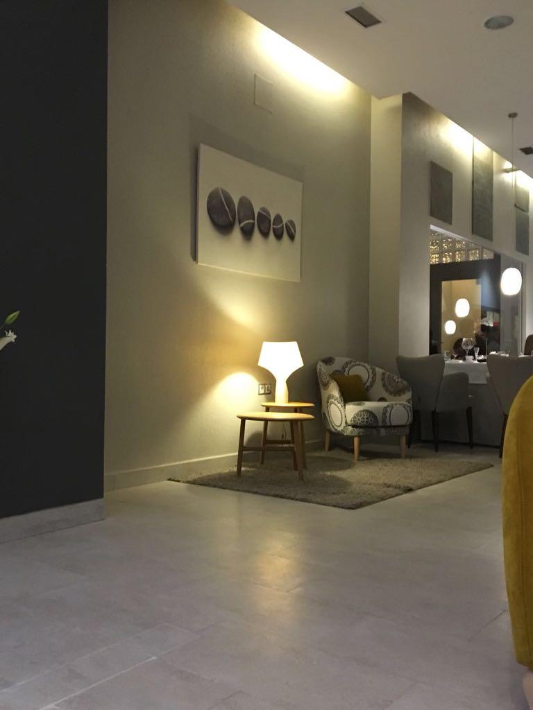 New 2 Michelin stars furnishing.