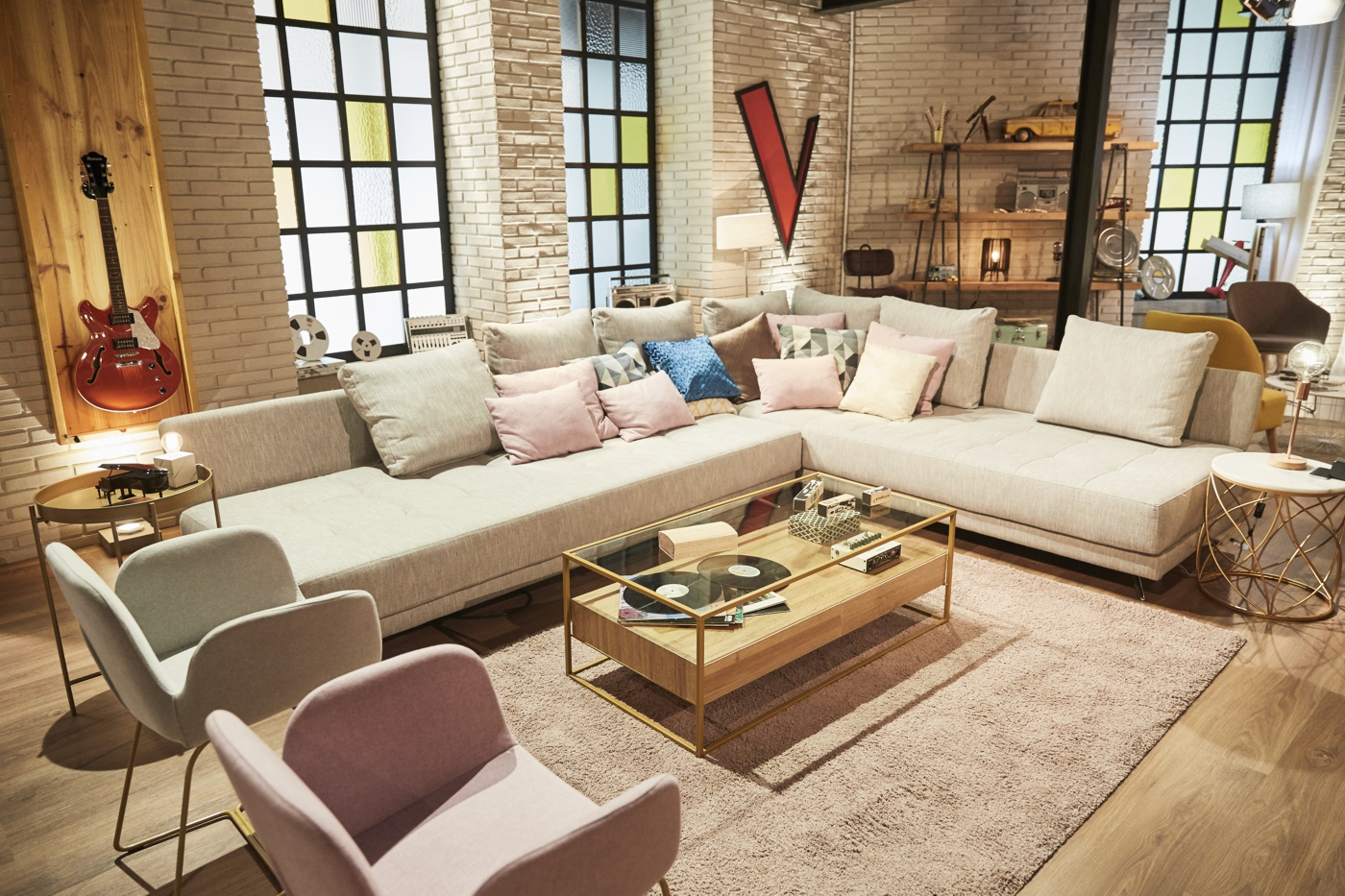 "Fama Sofas on ""The Voice"" music contest."