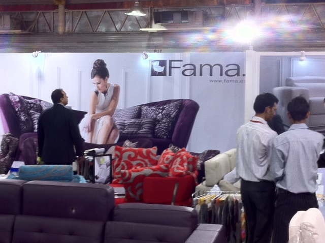 Fama en la Feria del Mueble de Bangalore - India